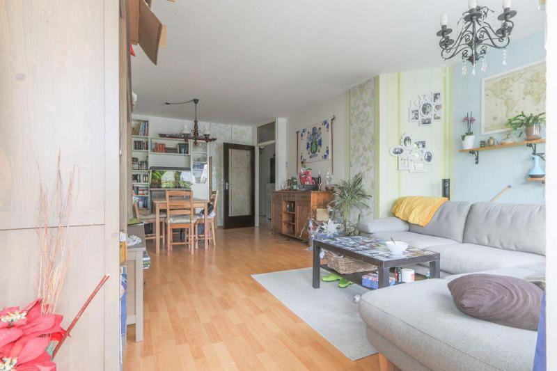 haus und wohnung markus l hr hell und clever geschnitten zwei moderne b der und einbauk che. Black Bedroom Furniture Sets. Home Design Ideas